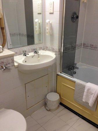Cosmopolitan Hotel : Bathroom 318