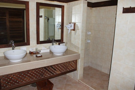 Neptune Pwani Beach Resort & Spa : toilet
