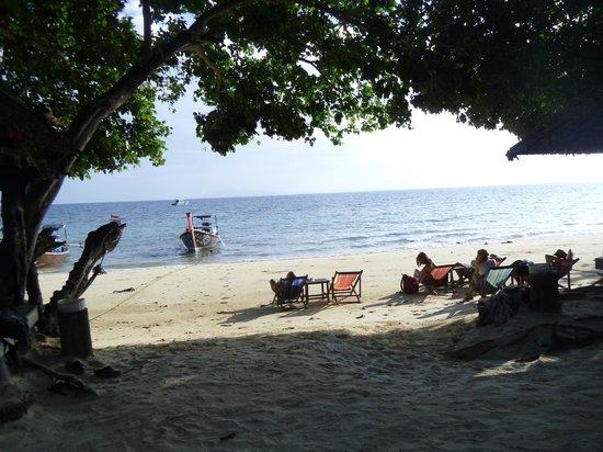 Phi Phi Relax Beach Resort: The Beach