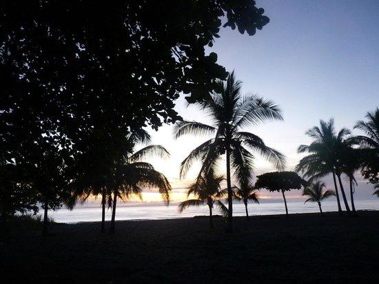 Agua Dulce Beach Resort : Amanecer frente a Hotel