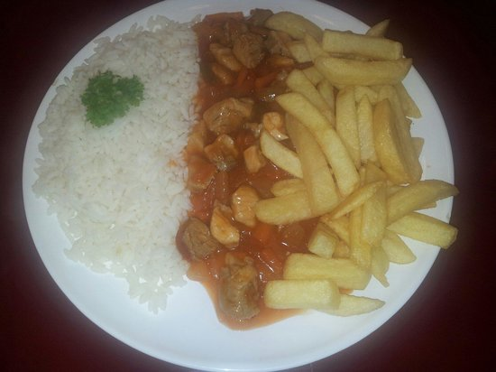 Katie's Kitchen: Chicken curry with rice and chips