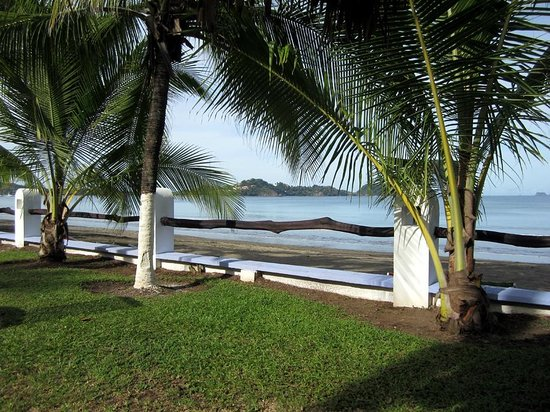 Bahia del Sol Beach Front Boutique Hotel : Looking at Flaming from the hotel