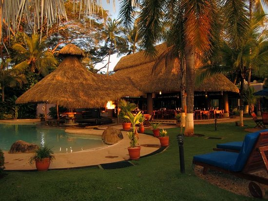 Bahia del Sol Beach Front Boutique Hotel : The open restaurant and bar