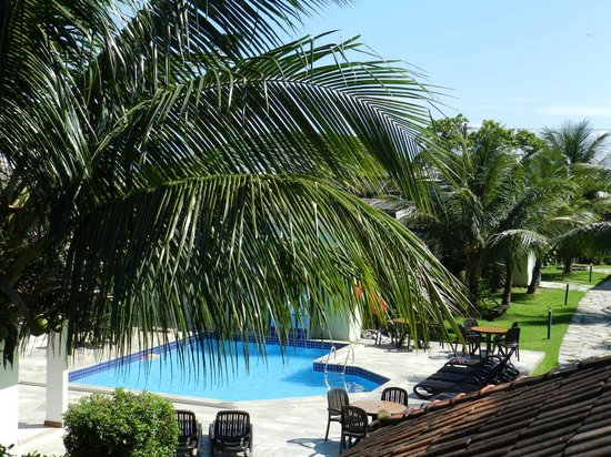Pousada Recreio da Praia : Vista dos quartos superiores, da piscina e jardim