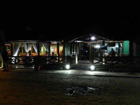 Pousada Recreio da Praia: Fachada do restaurante e da pousada