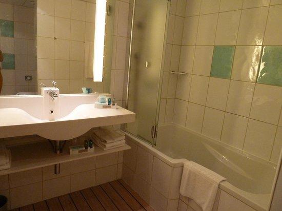 Novotel Lisboa: Baño espacioso