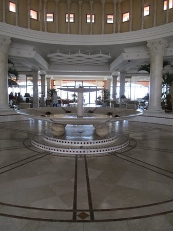 Gran Hotel Atlantis Bahia Real: Eingangsbereich