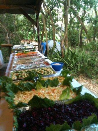Sivananda Ashram Yoga Retreat: Eating a feast
