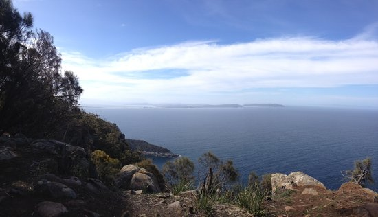43 Degrees Bruny Island: Immense eastward views from cliffs at Fluted Head