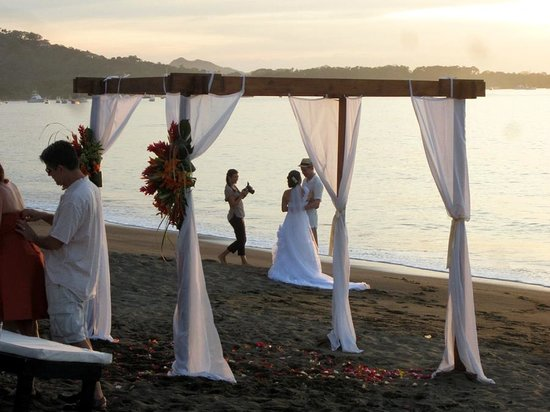 Bahia del Sol Beach Front Boutique Hotel : Beach wedding