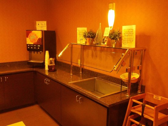Residence Inn Raleigh Cary: Dinner beverage/hospitality service area