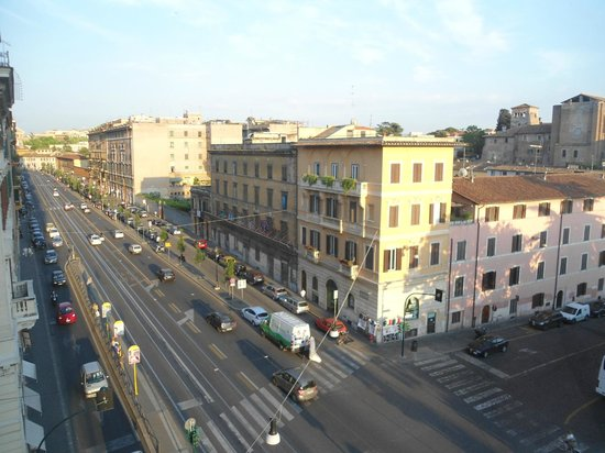 Mercure Rome Colosseum Centre : Vista do quarto 1