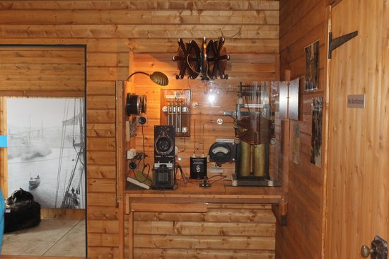 Mawson's Hut Replica Museum : Exactly like the radio that was used on the 1911-14 expedition