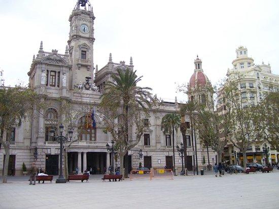 Ayuntamiento de Valencia : fantastic town hall, panoramic view