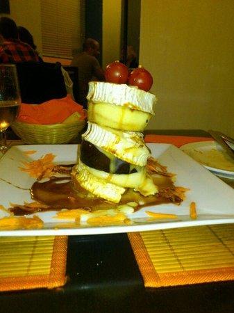 Vegetarian El Calafate: Milhoja de berenjena con queso de cabra, tomate y manzana