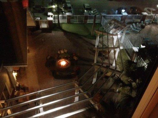 Residence Inn Amelia Island: Courtyard firepit