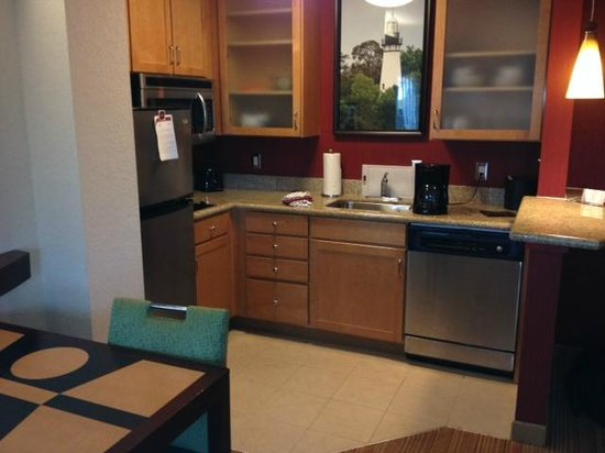 Residence Inn Amelia Island: kitchen