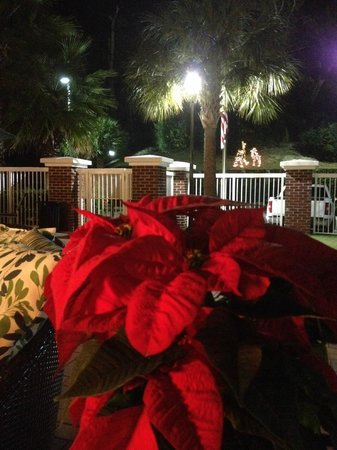 Residence Inn Amelia Island: Holiday decorations, the inside was beautiful