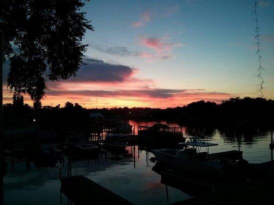 Homosassa Riverside Resort : Sunset on the river