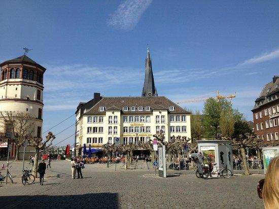 Burgplatz, com o Museu Marítimo à esquerda