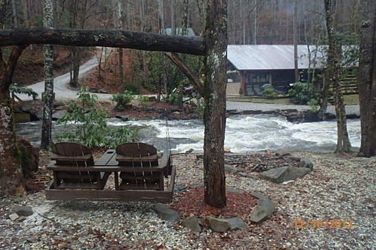 Cherokee Mountain Cabins: view from office facing the creek and Pavillion