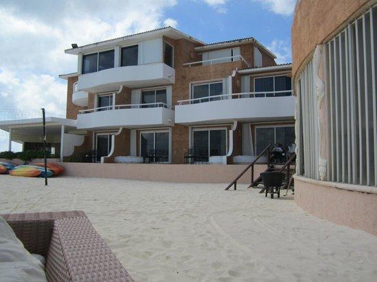 Sunset Fishermen Spa & Resort: The room is on the beach !