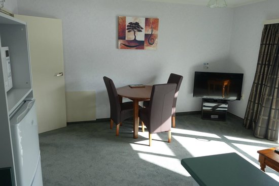 Fiordland Lakeview Motel and Apartments: dining