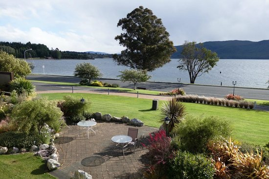 Fiordland Lakeview Motel and Apartments: view from balcony