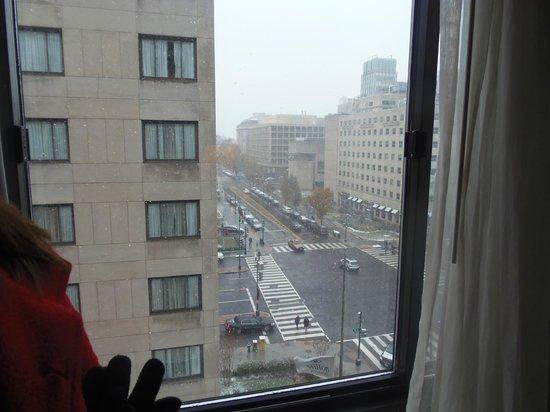 Capital Hilton: Side view!