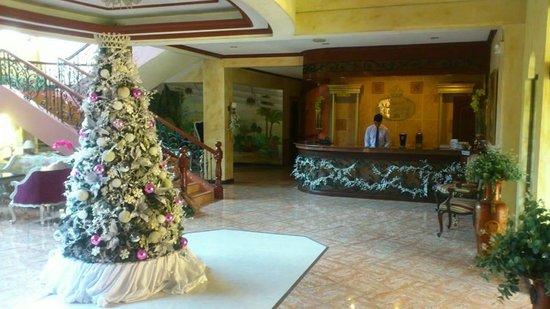 Queen Margarette Hotel: Lobby