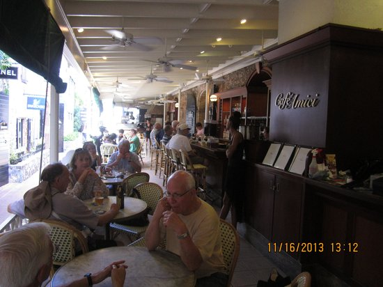 Cafe Amici : Pleasant outdoor dining at Amici Cafe