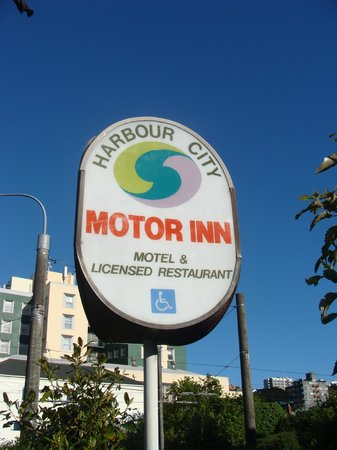 Harbour City Motor Inn: Sign