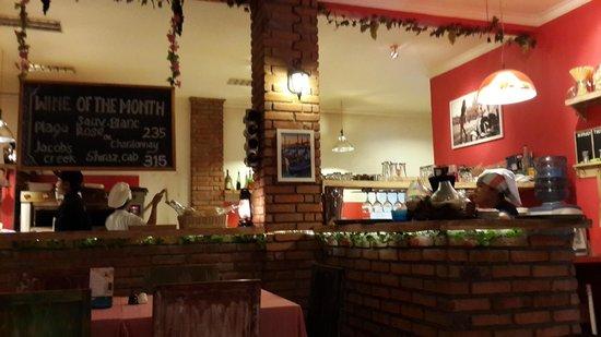 Pizzeria Italia: Bar/Kitchen