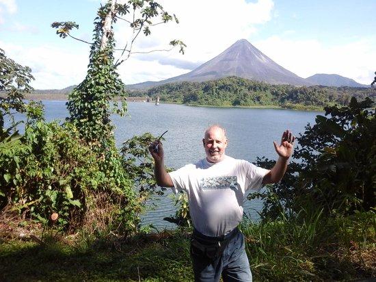 Lake Arenal: lake with volcano