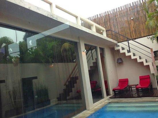 Kamuela Villas Seminyak: pool view from kitchen