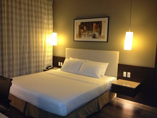 B Hotel : Straight forward, clean neat rooms and functional