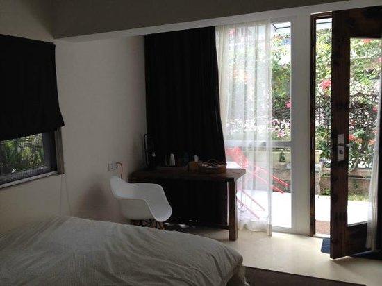 No.6 Crystal Garden Hotel: Bedroom