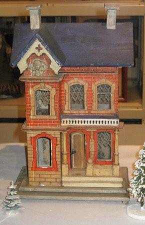 Kemerer Museum of Decorative Arts: Dollhouse