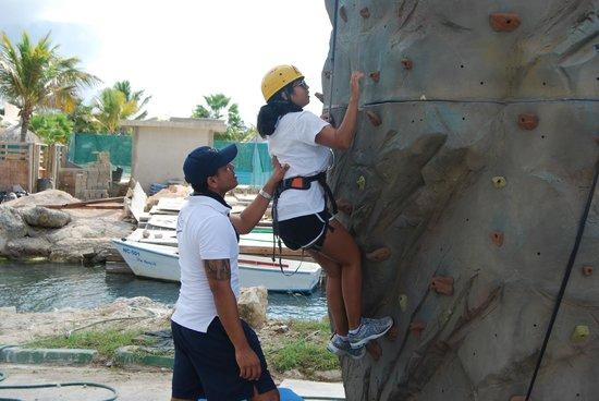 Sunscape Curacao Resort Spa & Casino: rock climbing wall