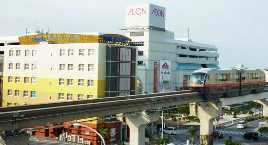 Chabira Hotel Naha: 空港から2駅目小禄駅下車徒歩1分隣にはイオンショッピングセンター