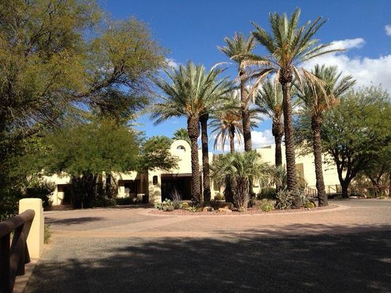 Miraval Arizona Resort & Spa : approaching entry