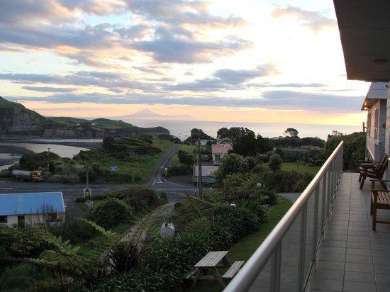 Mokau Motels: Mt Taranaki in the distance