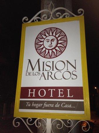 Mision de los Arcos: Hotel sign