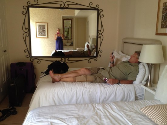 Mision de los Arcos: Lovely room with very comfortable beds
