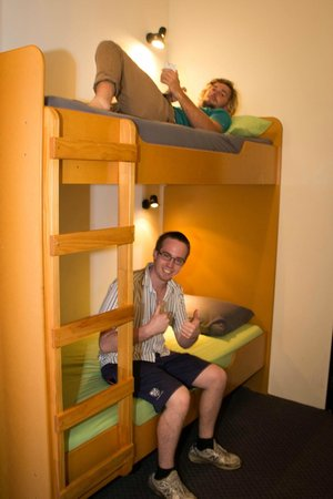 Rock Solid Backpackers : Large comfy dorm room with bunks