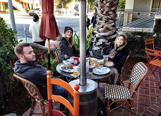 Alcove Cafe & Bakery : Outside seating with heaters come in handy when winter low temperature..