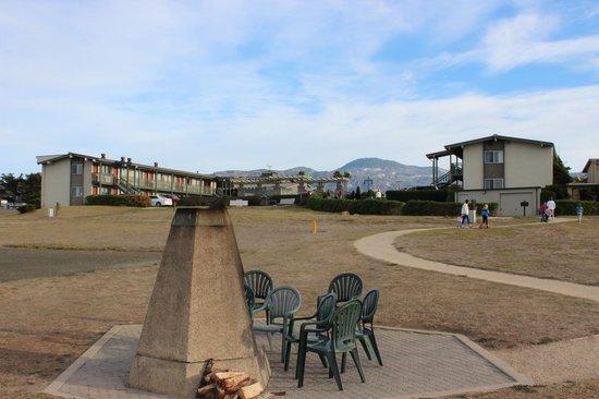Cavalier Oceanfront Resort: Hotel from the beach