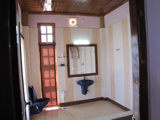 Dwarika Residency Shelapani: Bathroom..