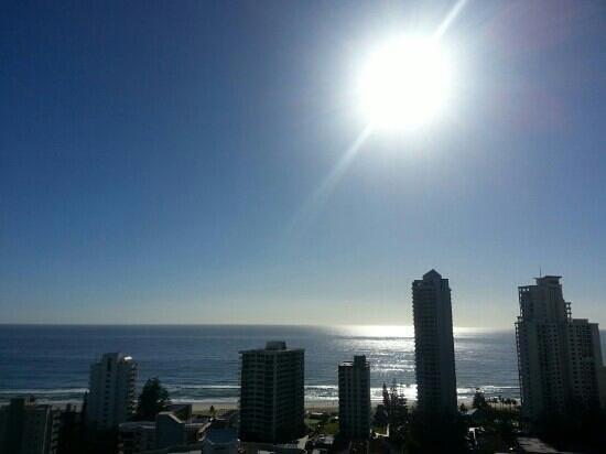 Crowne Plaza Hotel Gold Tower Surfers Paradise: Beautiful sunrise from level 18