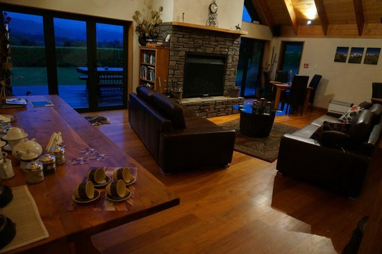 Waikene Lodge: Relaxing Area